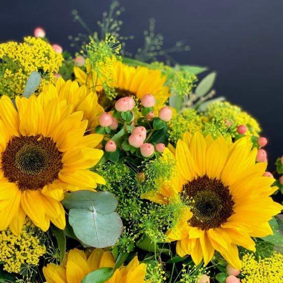 Bouquet rond de tournesols et autres fleurs de saison, Des Lys & Délices, Sion