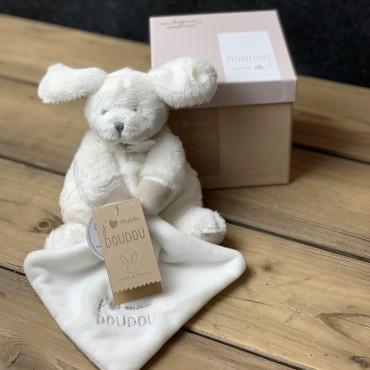Un trop joli doudou tout doux dans sa petite boite cadeau. Des Lys & Délices, Fleurs et Saveurs. Sion