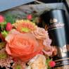 Arrangement de fleurs dans une boite précieuse, avec amandes au cacao, Des Lys & Délices, Fleuriste à Sion