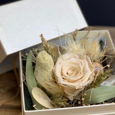 Arrangement de fleurs séchées dans une boite précieuse, Des Lys & Délices, Fleuriste à Sion