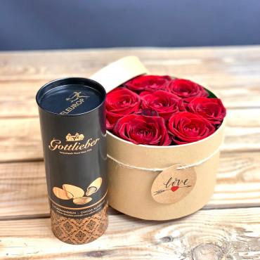 lower box, boite à fleurs naturelle avec des roses de couleurs rouge et amandes au cacao, Des Lys & Délices, Sion