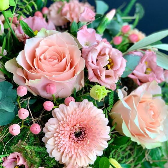 Bouquet couleur rose thé composé avec les plus belles fleurs disponible du jour, Des Lys & Délices, Fleuriste, Sion
