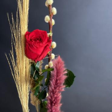 Rose stabilisée rouge et fleurs séchées, Des Lys & Délices, Fleuriste à Sion