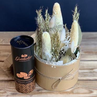 Petit arrangement de fleurs séchées dans une boite ronde en carton, Des Lys & Délices, Fleuriste à Sion