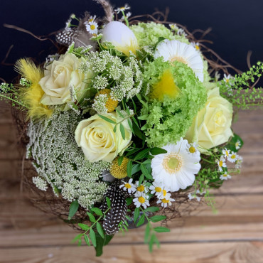 Bouquet aux couleurs du printemps, avec roses blanches, Des Lys & Délices, Sion